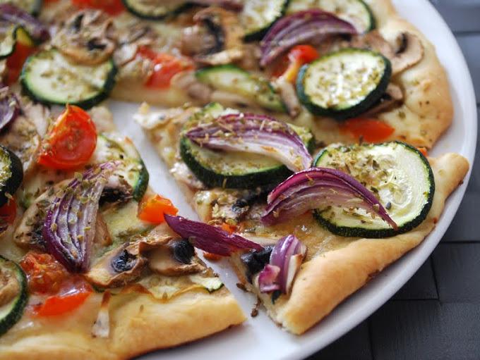 tasty tuesday 2 hello fresh veggie rezept selbstgemachte pizza mit buntem gem se topping. Black Bedroom Furniture Sets. Home Design Ideas