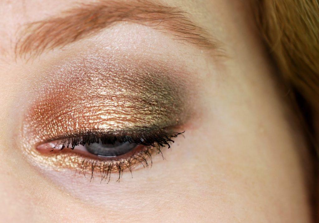 Festliches Augen-Make-Up mit der Urban Decay Naked Palette