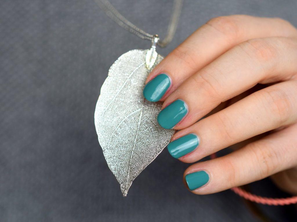 Burberry Spring / Summer 2015 - Nail Polish Aqua Green