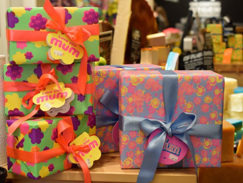 Lush Muttertag: Love You Mum und Mum Geschenk