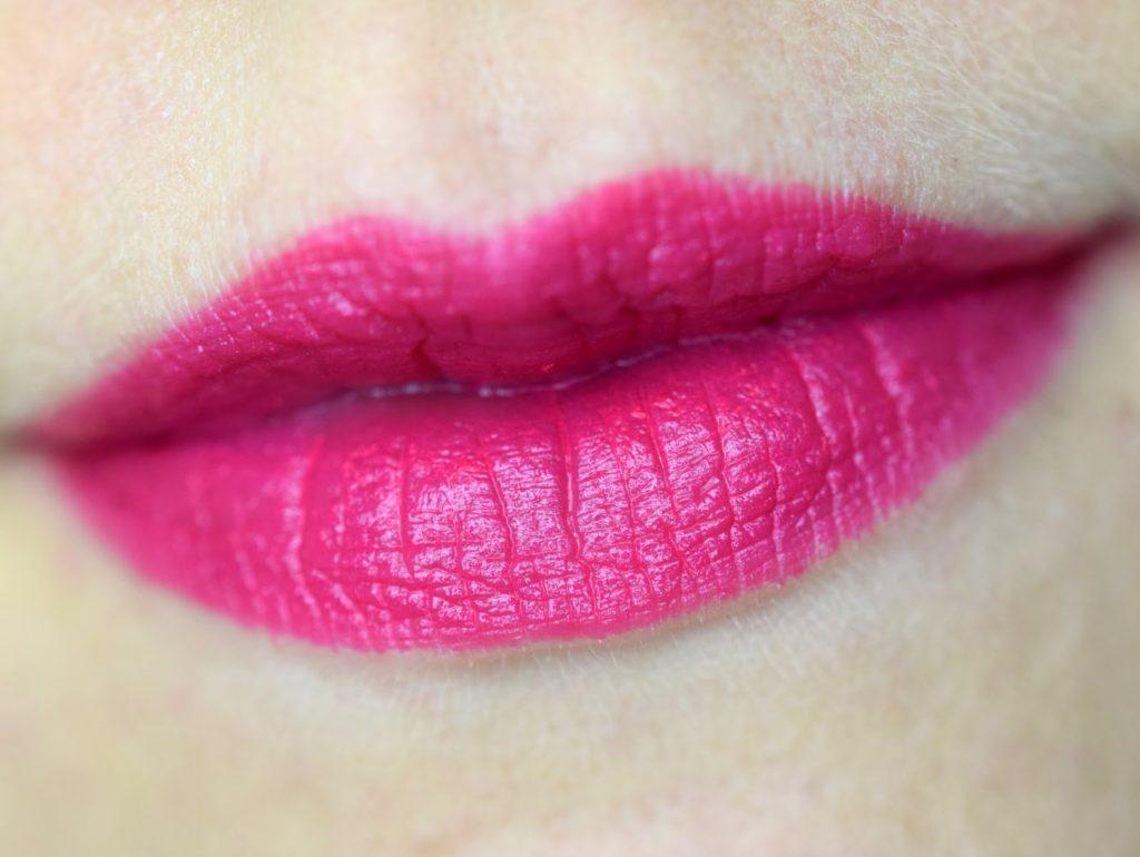 MAC Viva Glam Miley Cyrus Lippenstift Tragebild Lippen