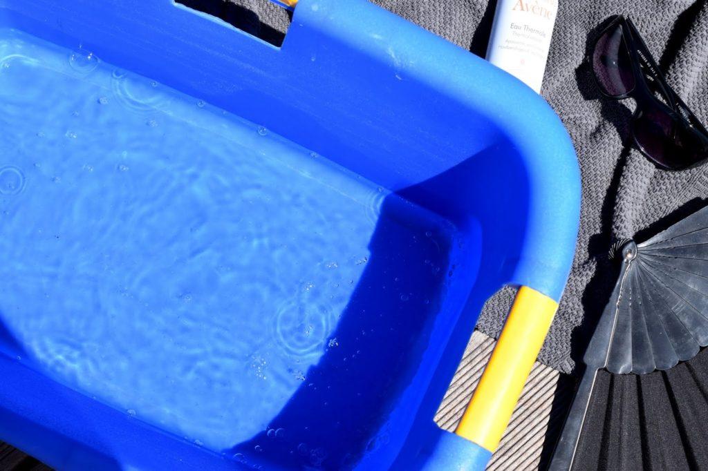 Meine Top 3 Tipps für heiße Sommertage: Füße in kaltes Wasser