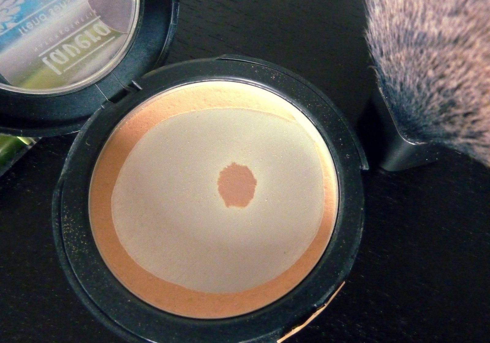 LAVERA NATURKOSMETIK MINERAL COMPACT POWDER HONEY Review und Test Bericht