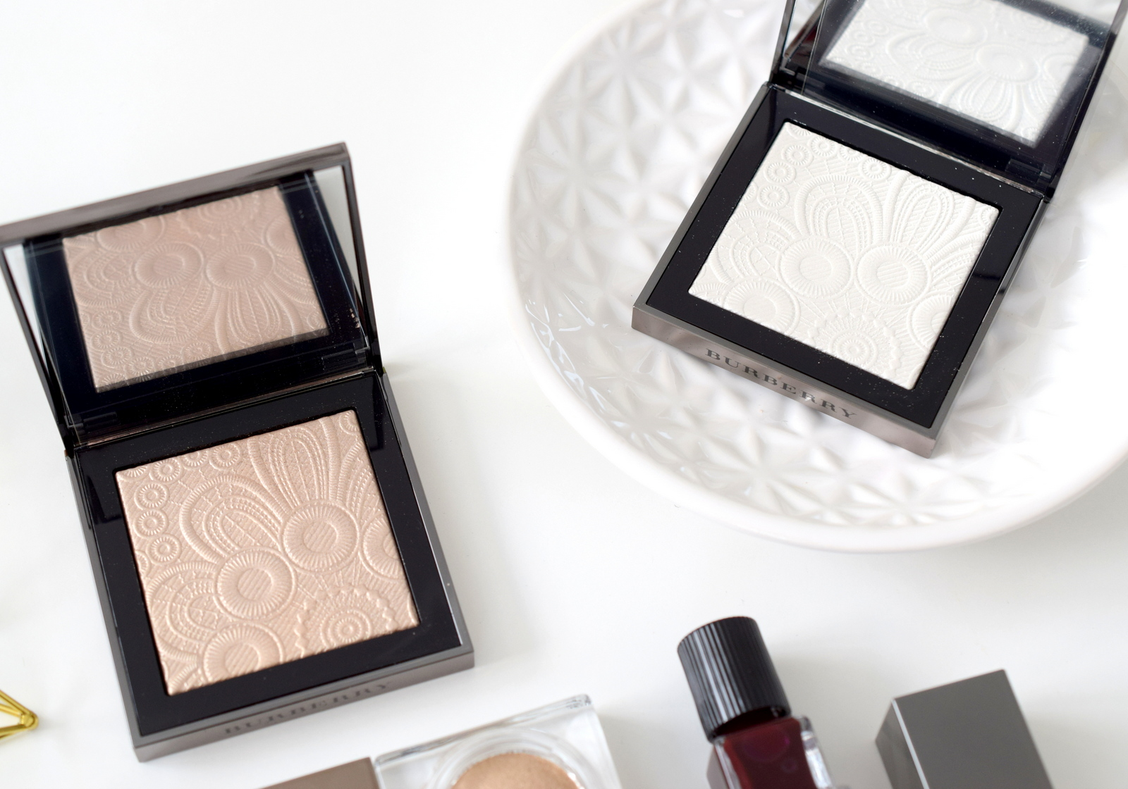 burberry-velvet-lace-review-swatch