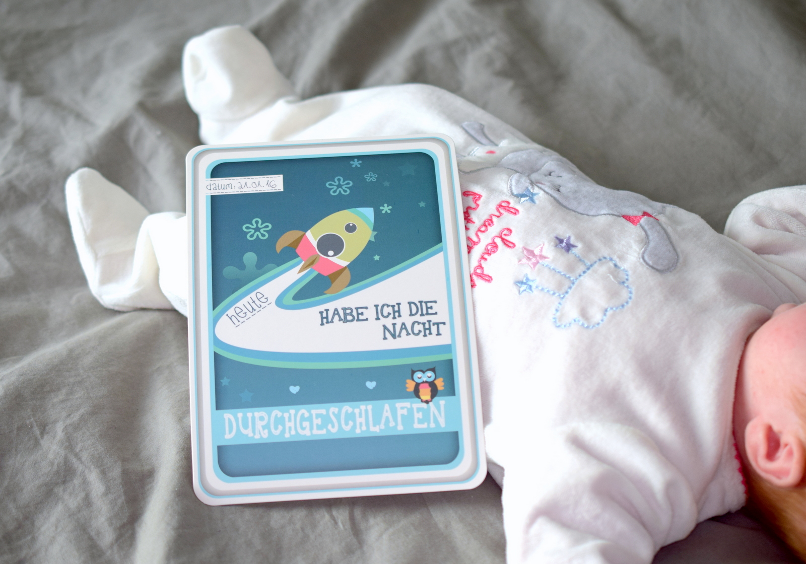 Baby schläft durch ab 6 Wochen alt.