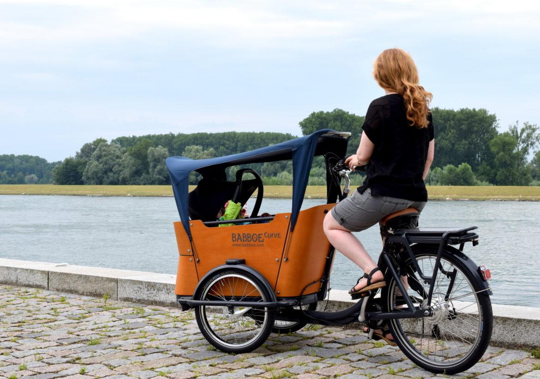 Babboe Lastenrad: Mein Erfahrungsbericht zum Babboe Curce-e Lastenfahrrad mit Elektro Bike Unterstützung für Fahrrad Kindertransport vorne.