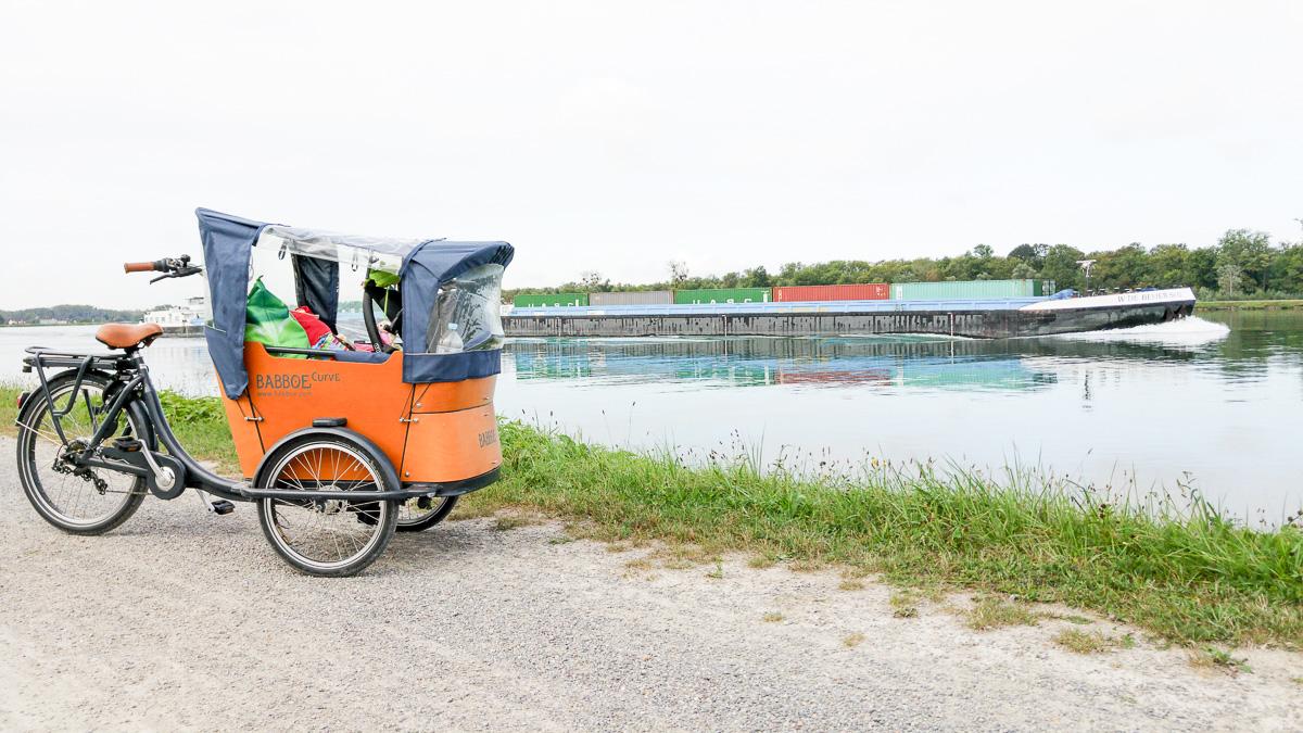 Radtour von Karlsruhe nach Straßburg auf dem Rheinradweg mit Baby und dem Babboe Curve-E Lastenfahrrad Erfahrung Fahrrad fahren mit Baby vorne