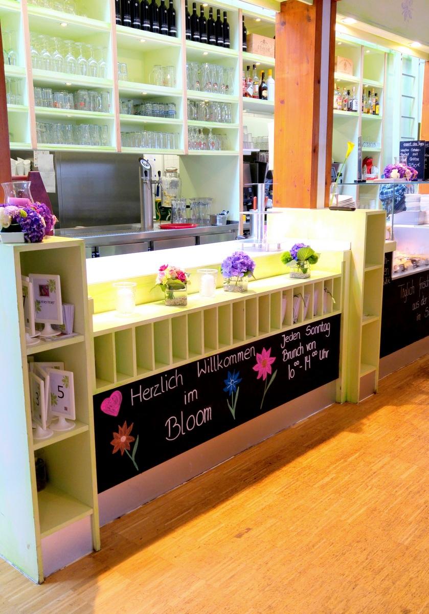 Bloom Restaurant und Cafe in Bremen im Rhododendronpark mit kinderfreundlicher Speisekarte als Ausflugsziel für Kinder in Bremen