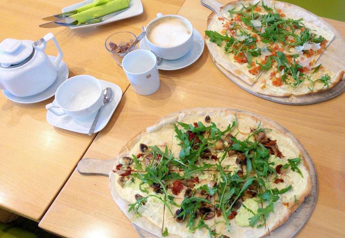 Vegetarisch Essen gehen mit Kindern in Bremen im Restaurant Bloom mit leckeren Flammkuchen