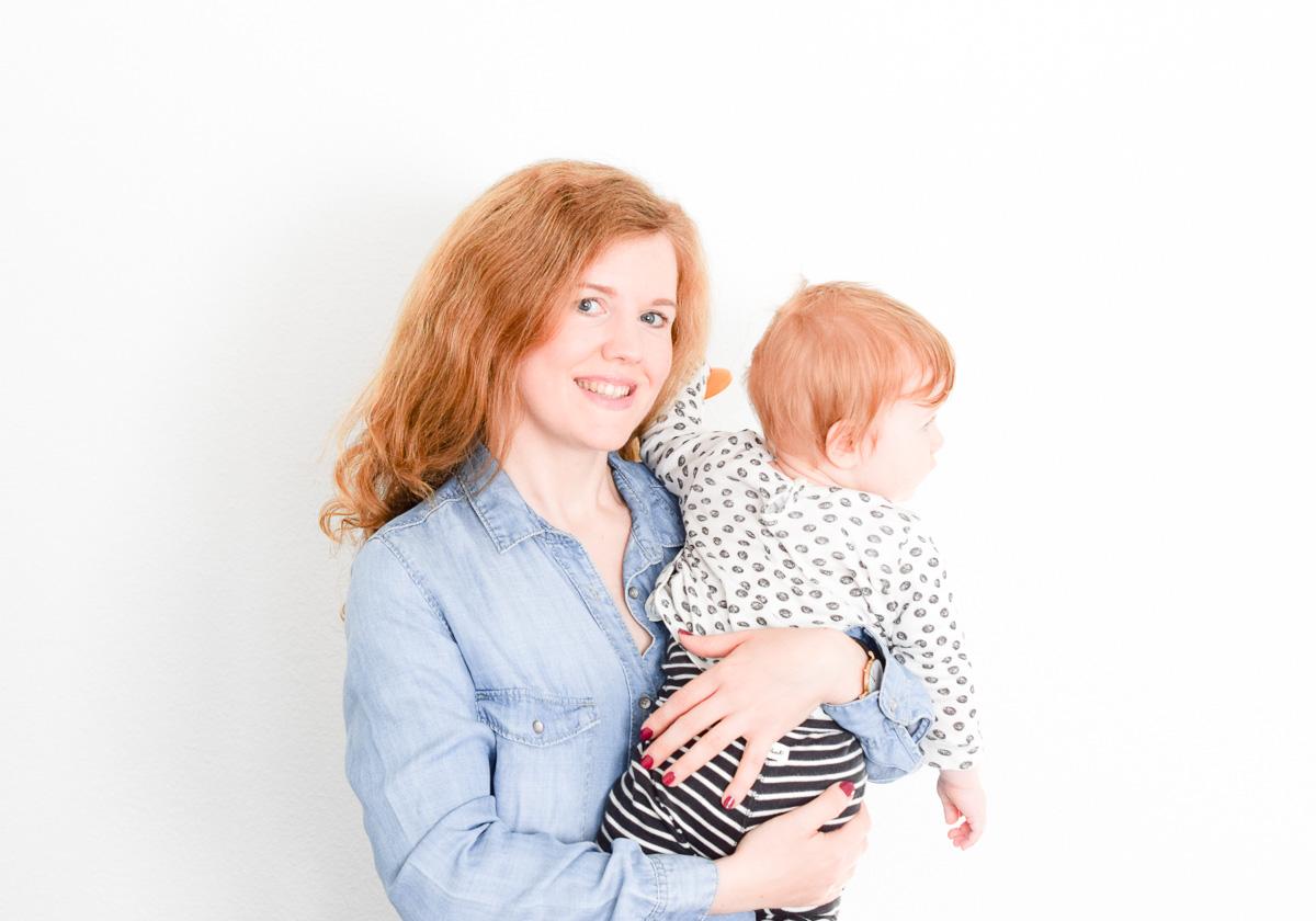 Diana von I need sunshine Beautyblog berichtet warum sie als Mutter einer 10 Monate alten Tochter eine Powerfrau ist mit den Sally Hansen Complete Salon Manicure Nagellacken für starke Nälge #strongwomenstrongnails