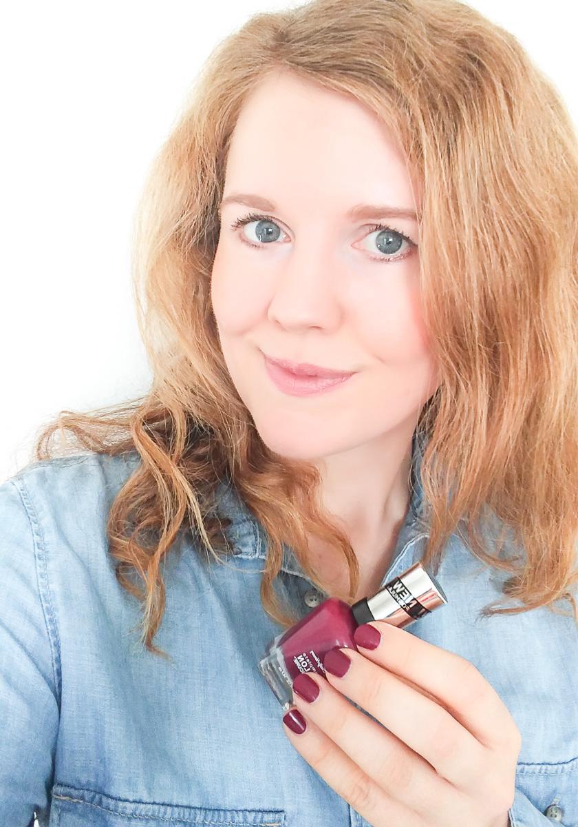 Sally Hansen Nagellack Scarlet Fever im Test auf I need sunshine Beautyblog und Erfahrung mit den Sally Hansen Nagellacken und der neuen, verbesserten Formulierung der Complete Salon Manicure Reihe für starke Nägel #strongwomenstrongnails