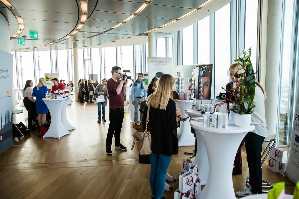 Beautypress Oktober 2016 in Köln mit Beautybloggern aus ganz Deutschland mit Kosmetik Neuheiten im Köln Sky über den Dächern Kölns