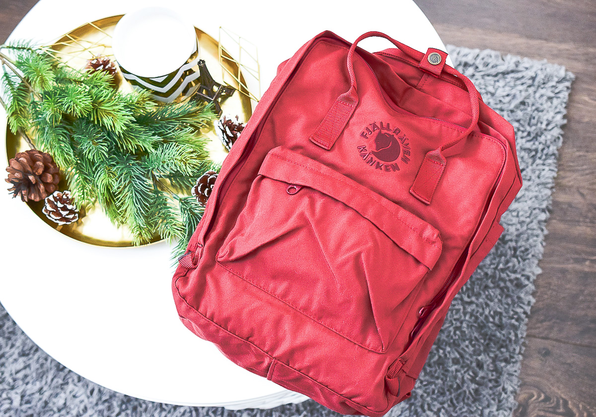 Roter Fjällräven Re-Kanken Rucksack nachhaltig ökologisch recycelt aus 11 alten PET Flaschen Rucksack rot im Fashion Mode Post auf I need sunshine Re-Kanken Review