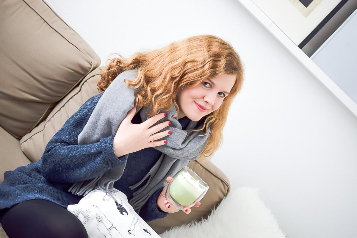 Kuscheliger Wollschal grau von Hallhuber darf beim Winter Outfit nicht fehlen Bestellung bei About You Modeblog Fashionblog I need sunshine