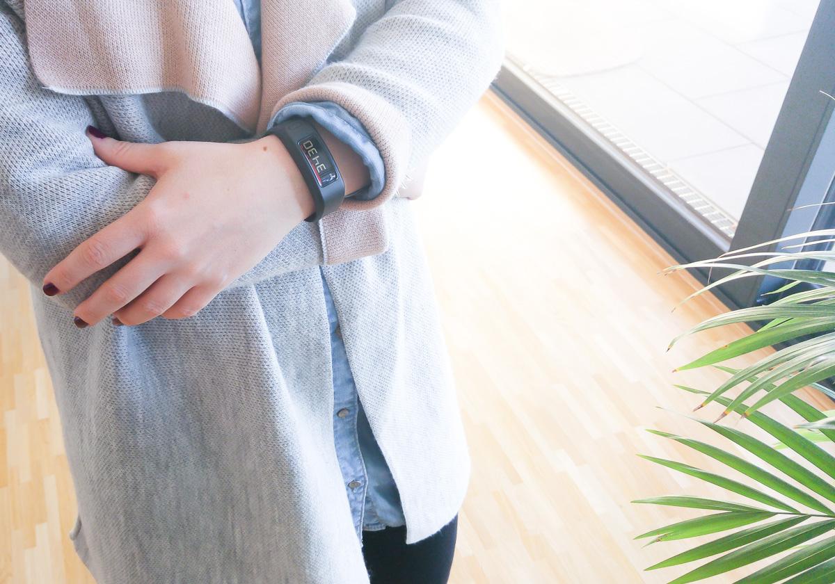 Wie viele Schritte am Tag? Garmin Vivofit Schrittzähler Armband Erfahrungen Schrittzähler Uhr von Garmin wie viele Schritte als Mutter im Alltag mit Kleinkind