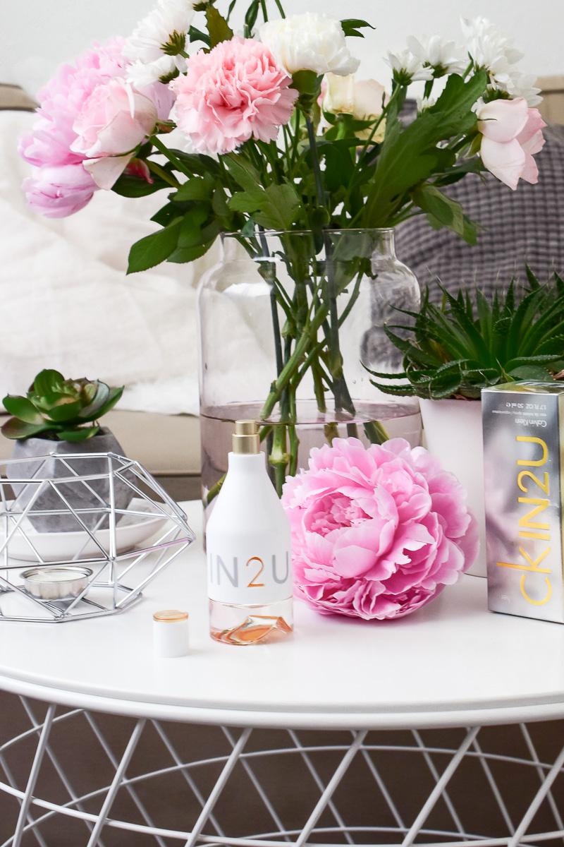 Calvin Klein Parfum ckIN2U for her Duftbeschreibung Sommer-Parfum Zitronenkuchen