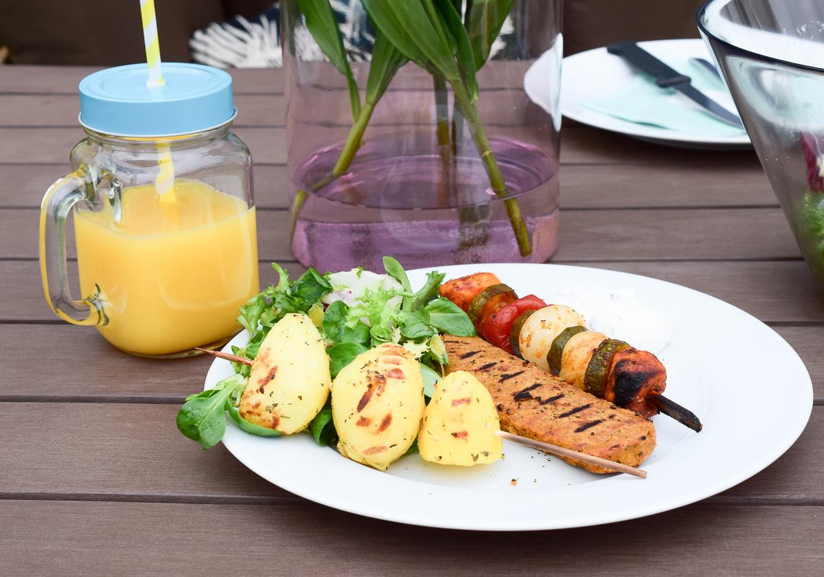Vegetarisch Grillen Tipps und Rezepte Gemüse Salate Edeka Vegithek Fleisch-Alternativen für Vegetarier und Veganer vegithek, edeka, wirliebenlebensmittel, grillen, grillfest, Genuss, Abwechslungsreiche Ernährung, Schnelle Alternative, Qualität, Große Auswahl
