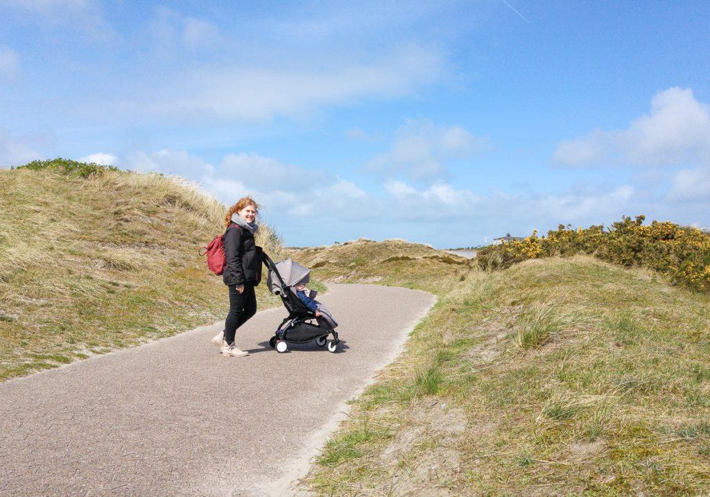 Sonnenseiten I need sunshine Nordsee Urlaub Langeoog Spaziergang in Dünen mit Kinderwagen