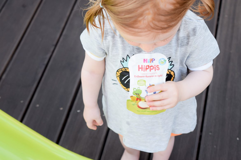 HiPP HiPPiS Quetschbeutel Test Fruchtpüree Quetschie Frucht Quetschen gesunder Snack unterwegs für Kleinkinder Hipp Kinder App für Kleinkinder Mamablog