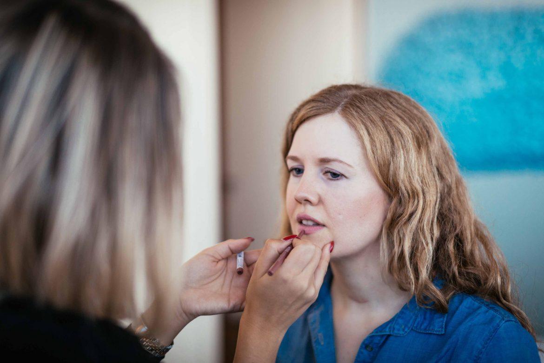 Sonnenseiten am Sonntag: Kiss New York bei Beautypress Lippenstift schminken