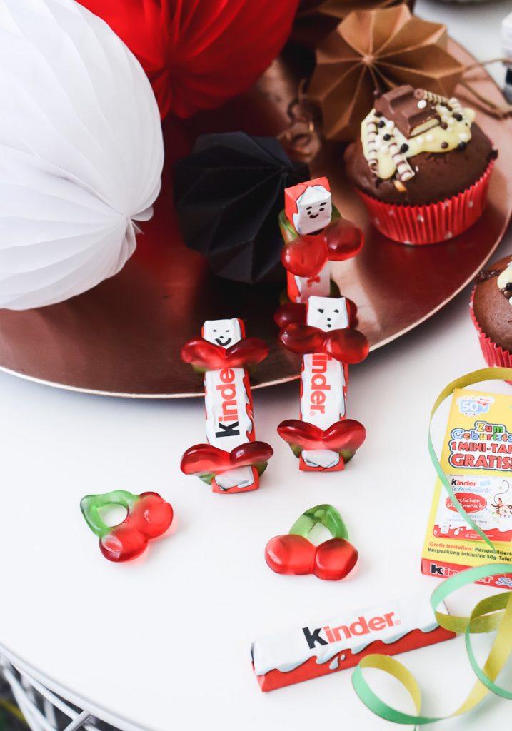 kinder Schokolade Männchen als Tischdeko oder Gastgeschenk zum Kindergeburtstag Kinderriegel basteln Anleitung