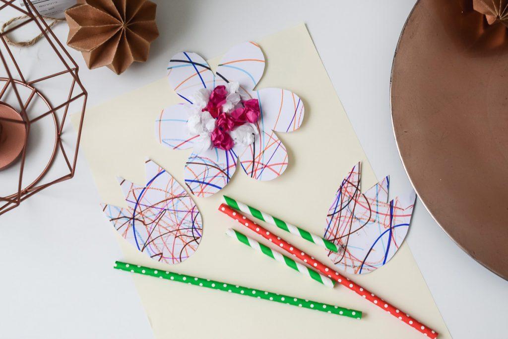 Blumen basteln Bastelidee Kleinkinder Frühling Deko Strohhalme einfache Bastelei 2-jährige Kinder
