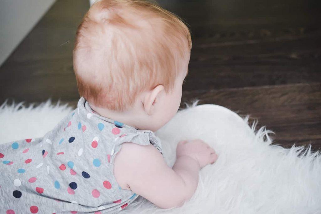 Babys Kleinkindern Geborgenheit geben Tipps Erfahrungen Kindern Geborgenheits-Zuhause geben Tragen Schlafen Babymassage Familienbett