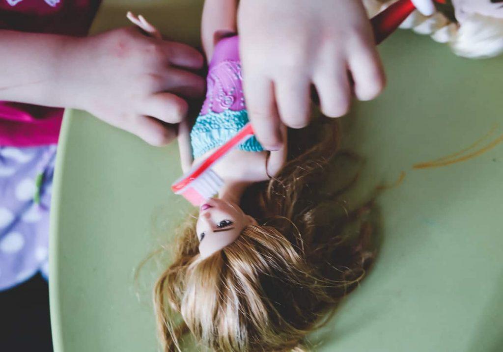 Kind will nicht Zähne putzen lassen: Tipps und Tricks für das Zähneputzen bei Babys und Kleinkindern mit Erfahrungen auf Mamablog www.ineedsunshine.de