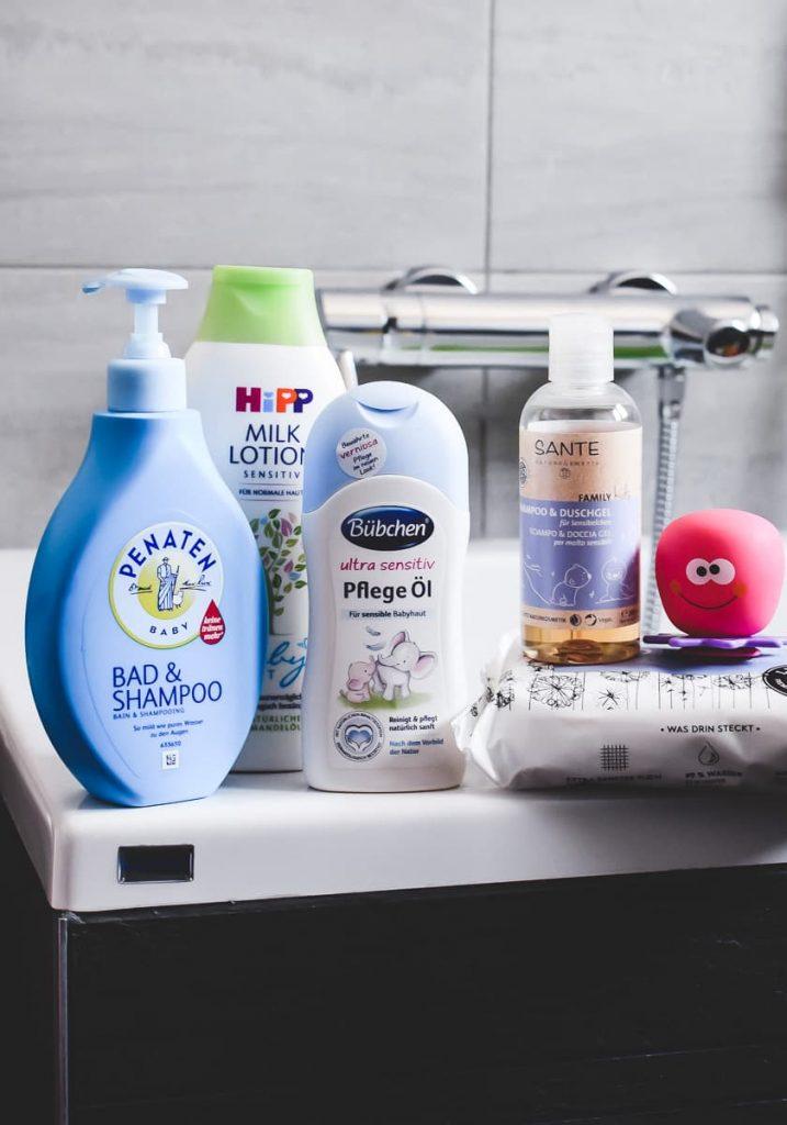 Babypflege für Erwachsene Baby Produkte wie Cremes, Feuchttücher, Babypuder, Shampoo oder Öl eignet sich auch für Erwachsene. Tipps und Empfehlungen auf Mamablog I need sunshine