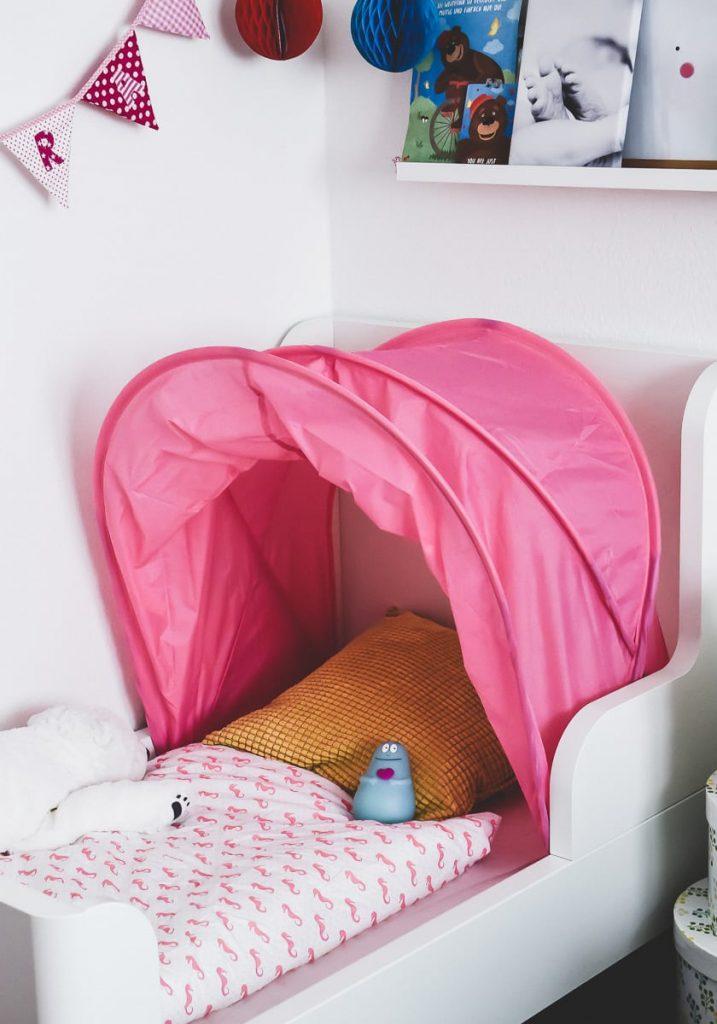 Familienbett Erfahrungen: Wenn Babys und Kleinkinder im Bett der Eltern schlafen hat dies auch Vorteile. Tipps und persönlicher Erfahrungsbericht auf Mamablog I need sunshine