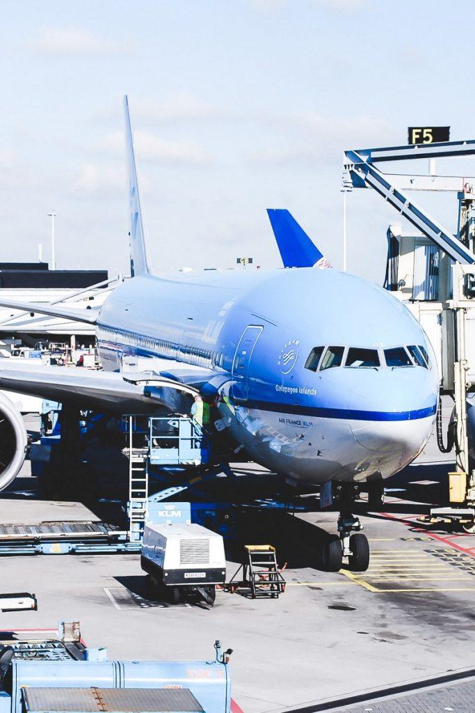 Fliegen mit Kindern Erfahrungen vom ersten Flug mit Kleinkind und Tipps was wir beim nächsten Flug anders machen würden. Alle Infos auf Mamablog I need sunshine