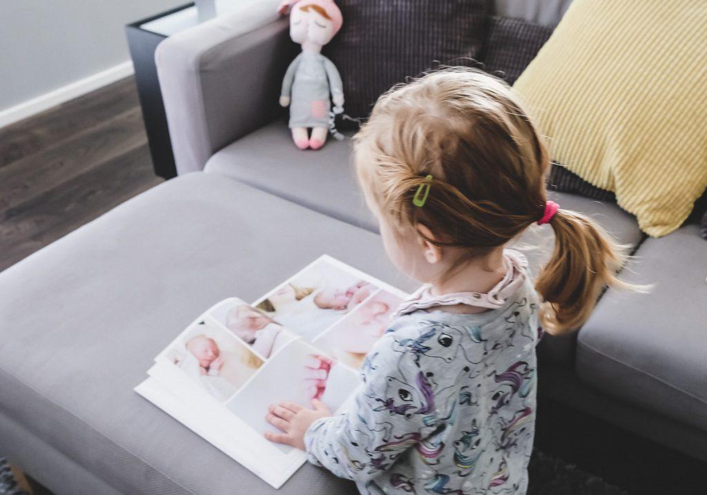 Fotoalben für Kinder anlegen und Erinnerungen festhalten mit Fotobüchern. Tipps auf Mamablog I need sunshine