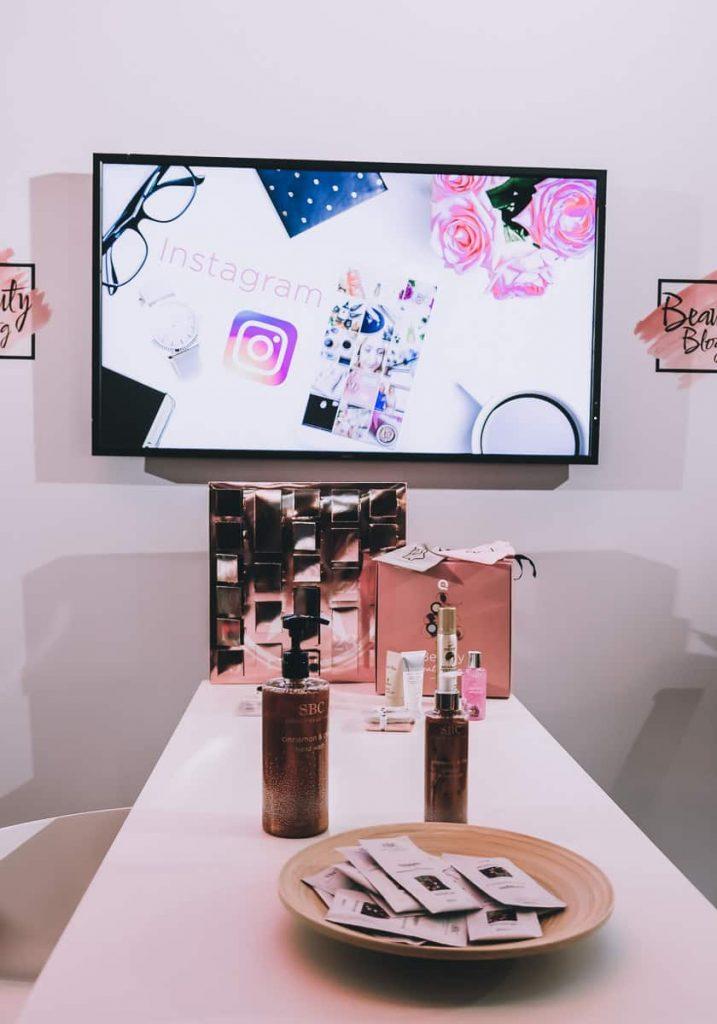 Details vom QVC Stand auf den BUNTE Beauty Days und Erfahrungen und Testbericht zu den ELEMIS Kosmetik Produkten in Deutschland bei QVC