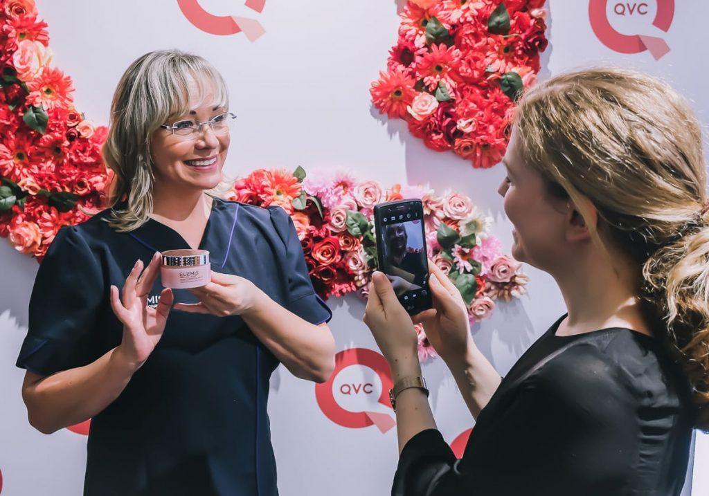 Die deutsche On-Air-Produktexpertin für ELEMIS bei QVC Nicole Klöpper- Langkop im Interview auf den BUNTE Beauty Days