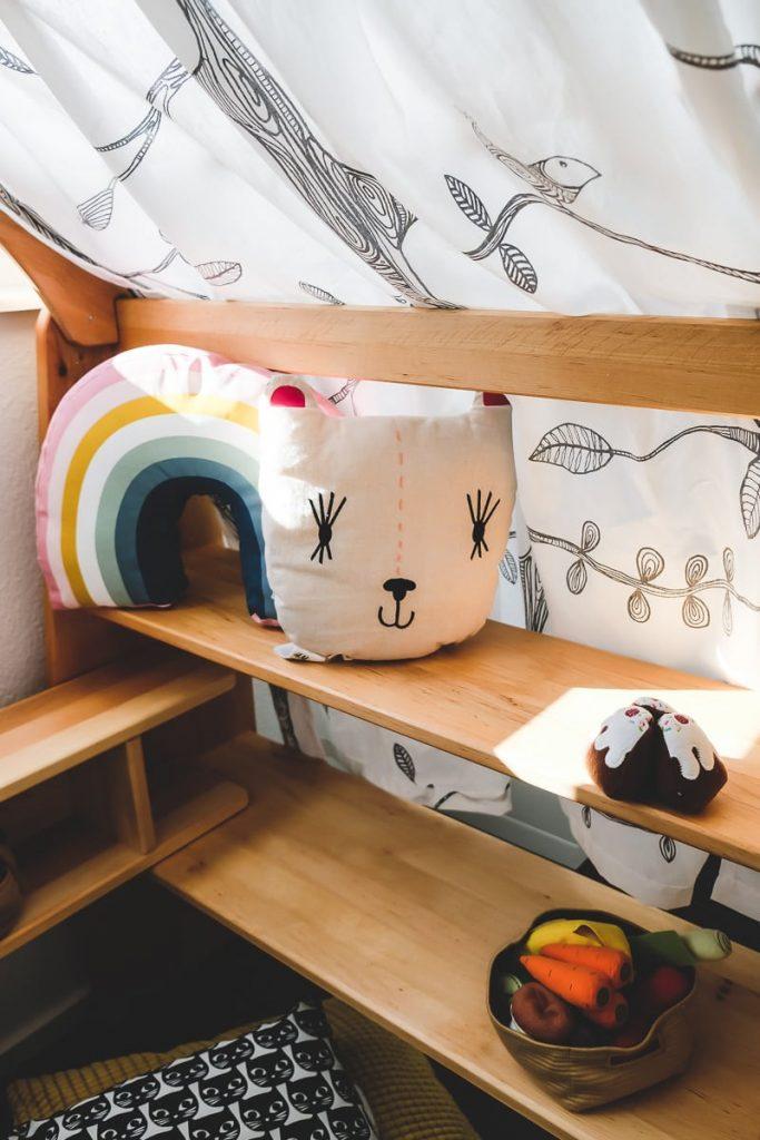 Test Bericht und Erfahrungen Bio Kinder Anna Spielhaus Kaufladen aus Naturholz für Kleinkinder Kinderzimmer auf Mamablog I need sunshine