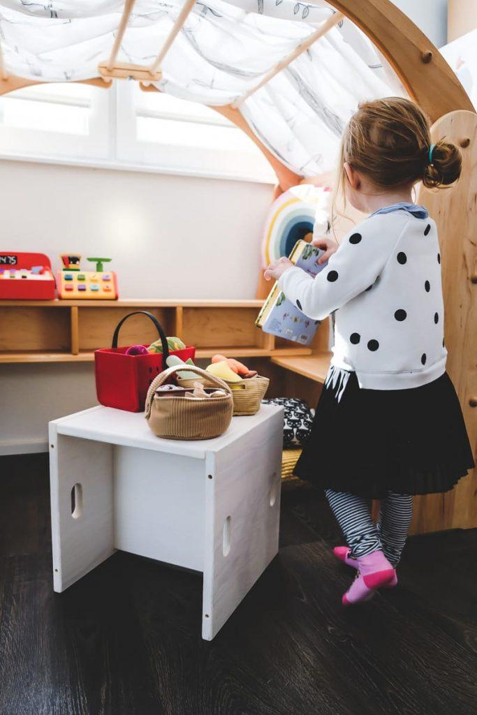 Erfahrungen BioKinder Kindermöbel Anna Spielhaus nach Waldorf-Art und Elena Würfelhocker