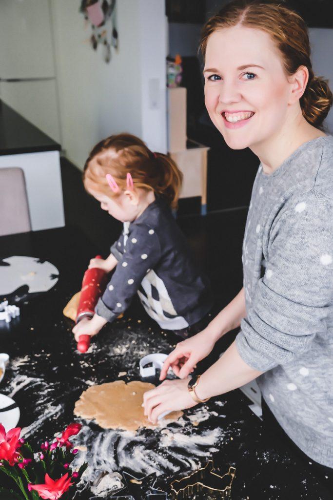 Plätzchen Rezept zum Ausstechen für das Backen mit Kindern zur Weihnachtszeit auf Mamablog Ineedsunshine