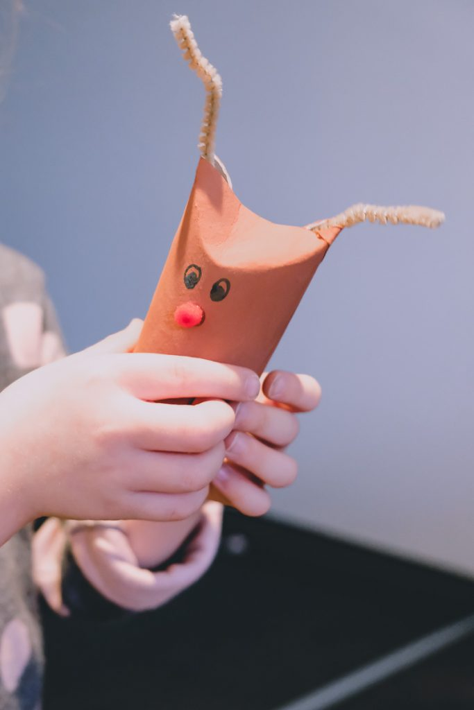 Schnelles und einfaches Basteln mit Klorollen zu Weihnachten mit Kindern und Ideen für Rentiere, Weihnachtsmann und Schneemann aus leeren Klopapierrollen auf Mamablog I need sunshine