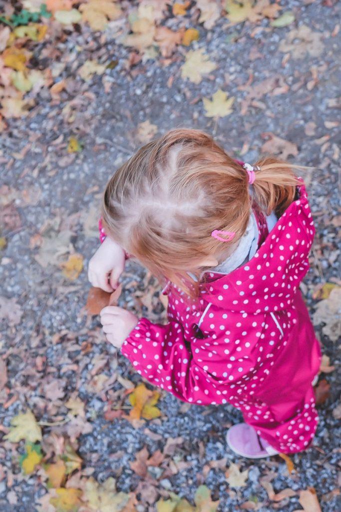 Warum Bewegung für die Entwicklung und Gesundheit von Kindern so wichtig ist wird auf Mamablog I need sunshine erklärt