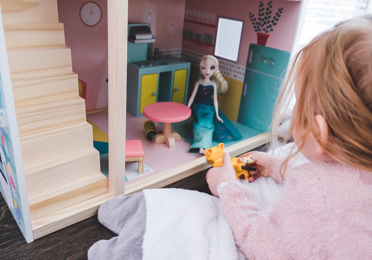 Schöne Geschenkideen Weihnachten.Schönstes Puppenhaus Aus Holz Mehr Geschenkideen Zu Weihnachten