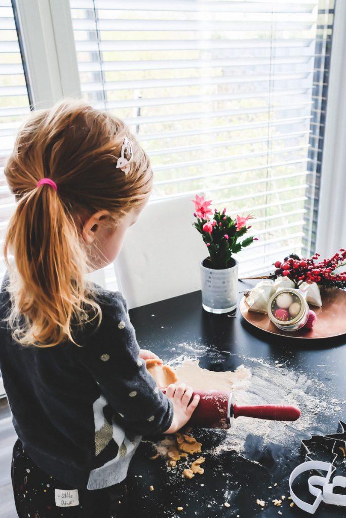 Einfache und schnelle Rezepte für das Weihnachtsplätzchen backen zu Weihnachten mit Kindern auf Mamablog I need sunshine