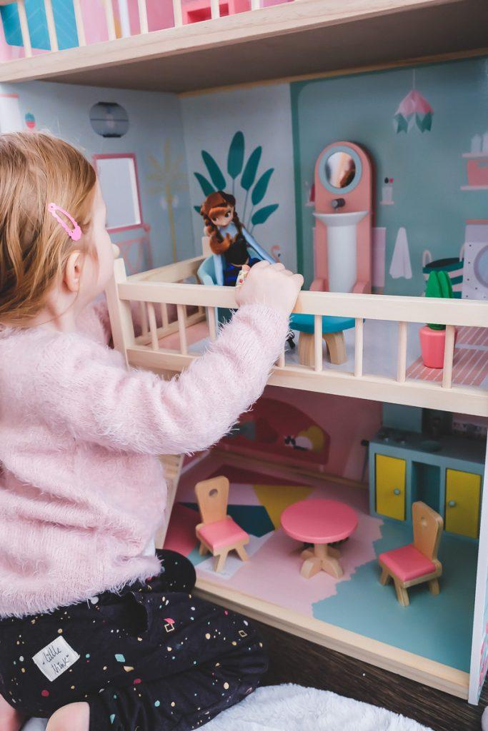 Schönes Puppenhaus für Barbies aus Holz von Janod im Test auf Mamablog I need sunshine