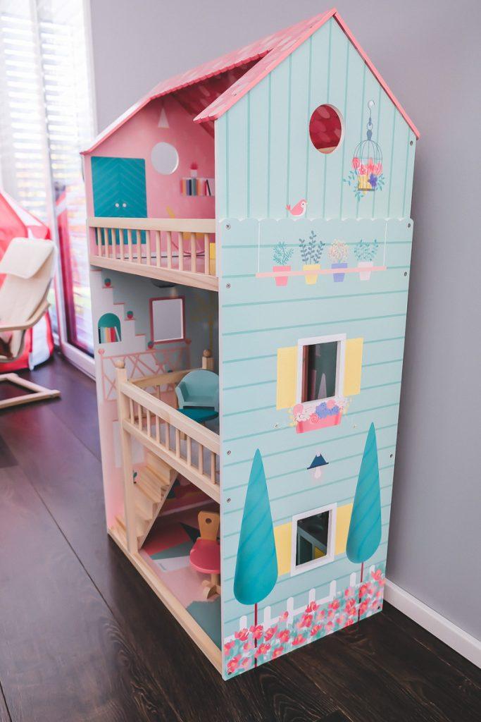 Schönes Janod Puppenhaus Happy Day aus Holz im Test für 30 cm große Barbie Puppen mit Erfahrungsbericht auf Mamablog I need sunshine