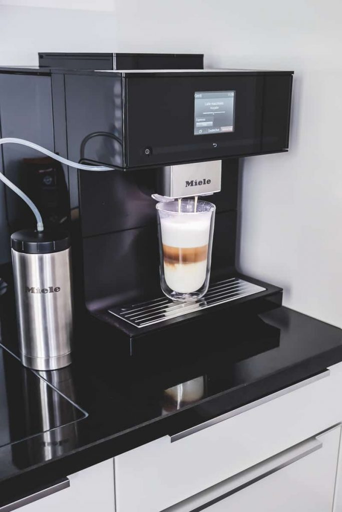 Miele Stand Kaffeevollautomat CM 7750 im Test mit Coffee Select und drei verschiedenen Kaffeesorten für das Home Office im Erfahrungsbericht auf Mamablog I need sunshine