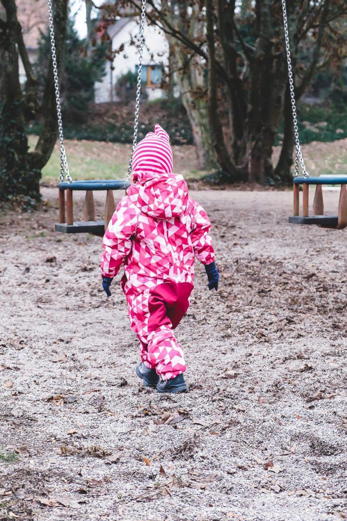 Kleinkind im Winter anziehen mit Schneeanzug von Tchibo und weitere Tipps auf Mamablog I need sunshine