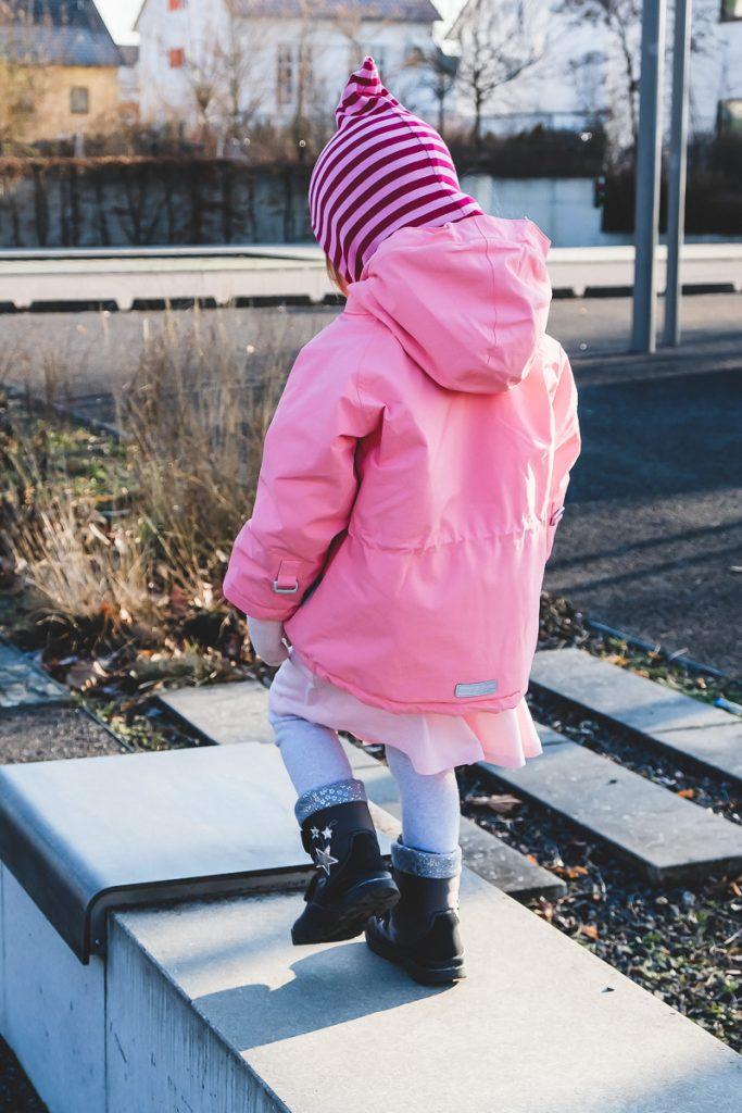 Wie Kleinkind im Winter anziehen damit es nicht friert mit der richtigen Winterkleidung für Kinder auf Mamablog I need sunshine