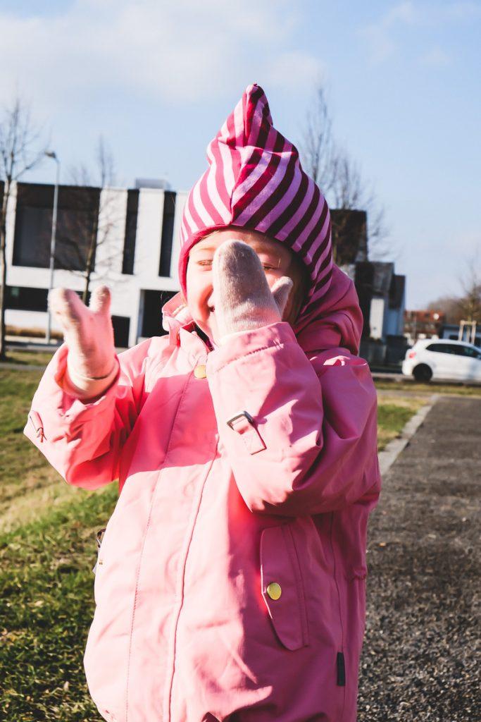 Was Kleinkind im Winter anziehen Tipps und Erfahrungen zur Größe der Mini A Ture Copenhagen Winterjacke für Kinder auf Mamablog I need sunshine