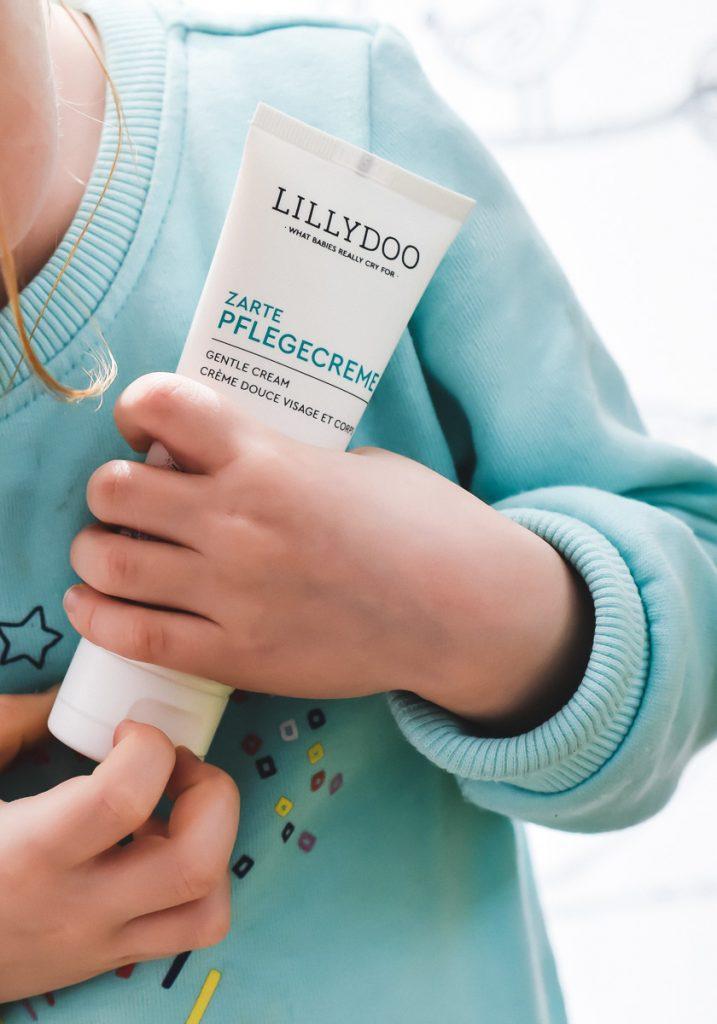 Lillydoo Hautpflege Babys Kleinkinder Zarte Pflege Creme Mandel Öl Testbericht Erfahrungen und Tipps für Kinder eincremen auf Mamablog Ineedsunshine