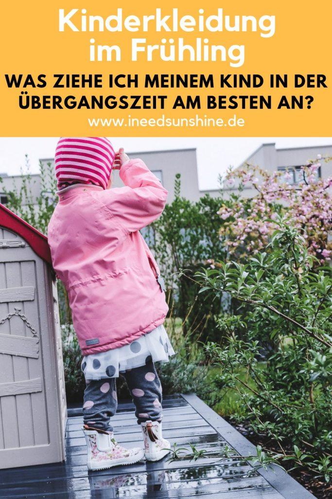 Kleinkinder und Kinder anziehen im Frühling mit der richtigen Kinderkleidung für die Übergangszeit mit Regen und Sonne mit TIpps und Erfahrungen auf Mamamblog Ineedsunshine.de