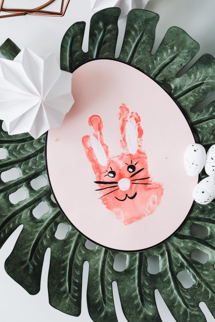 Osterbasteln Kleinkind Osterhase Handabdruck Geschenk Ostern DIY Idee Kinder basteln Mamablog Ineedsunshine